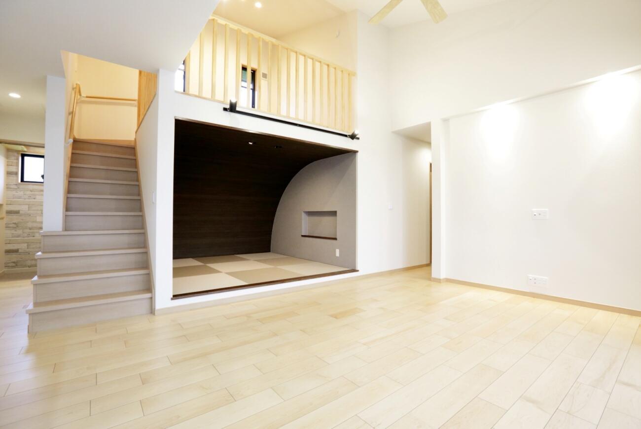 中2階 階段下スペースに遊び場を
